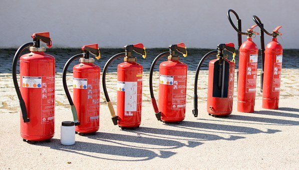 fire extinguisher 712975 340